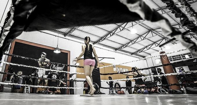 女子格闘技リング